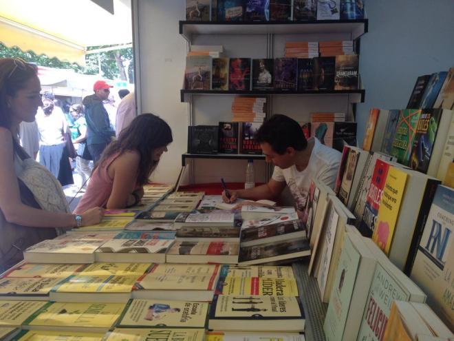 Feria del Libro firmando